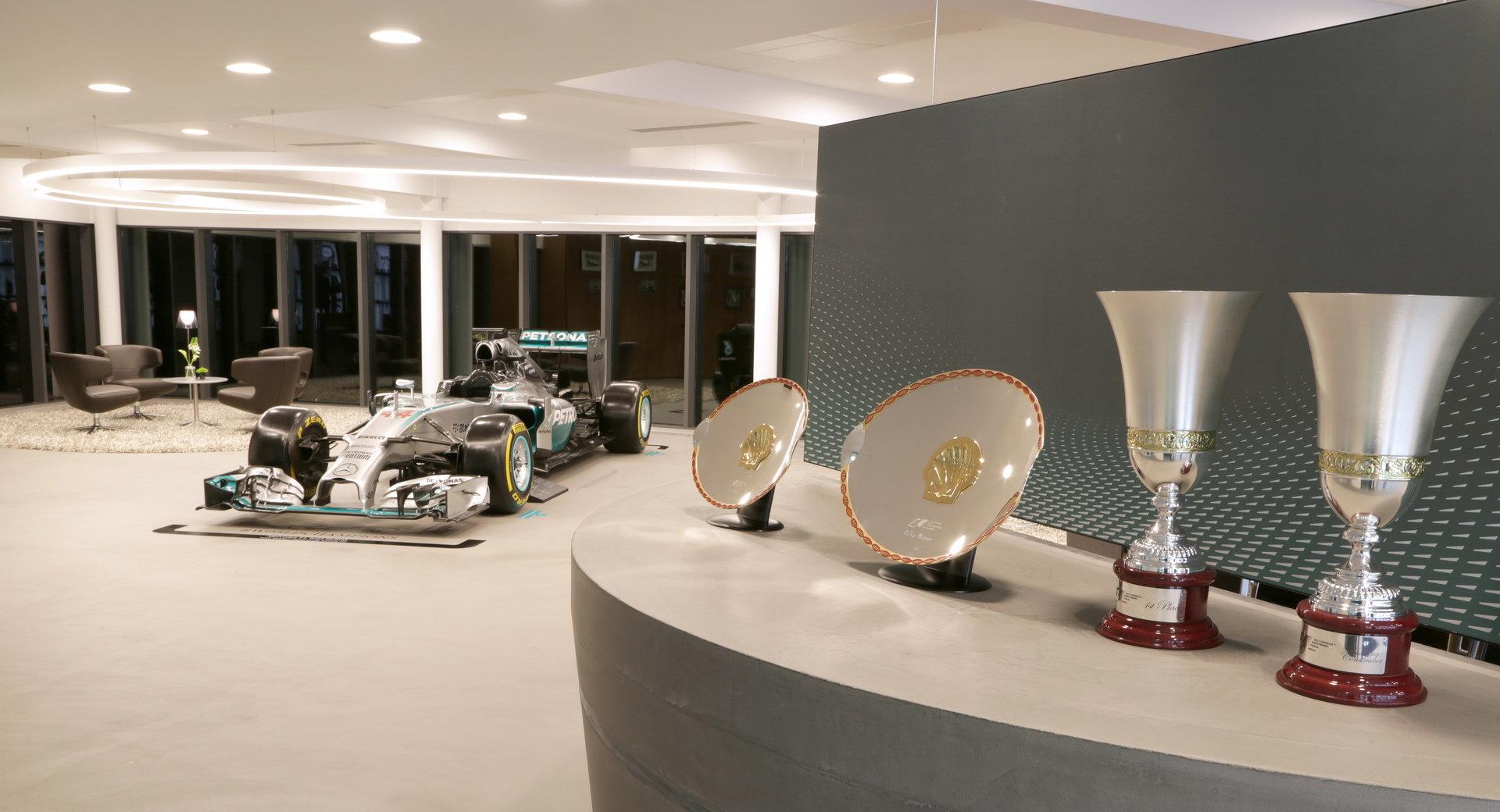 Z továrny Mercedesu v Brackley