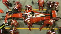 Kimi Räikkönen při pátečním tréninku v Singapuru