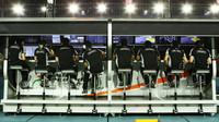 Pitwall týmu Force India pátečním tréninku v Singapuru