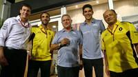 Toto Wolff, Cyril Abiteboul, Esteban Ocon a Frederic Vasseur v Singapuru