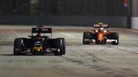Daniil Kvjat a Kimi při pátečním tréninku v Singapuru
