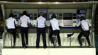 Pitwall týmu Sauber při pátečním tréninku v Singapuru