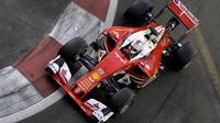 Sebastian Vettel při sobotním tréninku v Singapuru