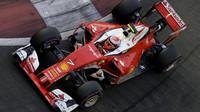 Kimi Räikkönen při sobotním tréninku v Singapuru