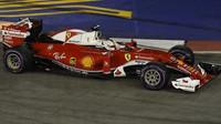 Sebastian Vettel v kvalifikaci v Singapuru