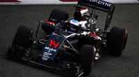Fernando Alonso v kvalifikaci v Singapuru