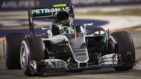 Nico Rosberg v kvalifikaci v Singapuru