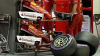 Přední křídla Ferrari v kvalifikaci v Singapuru