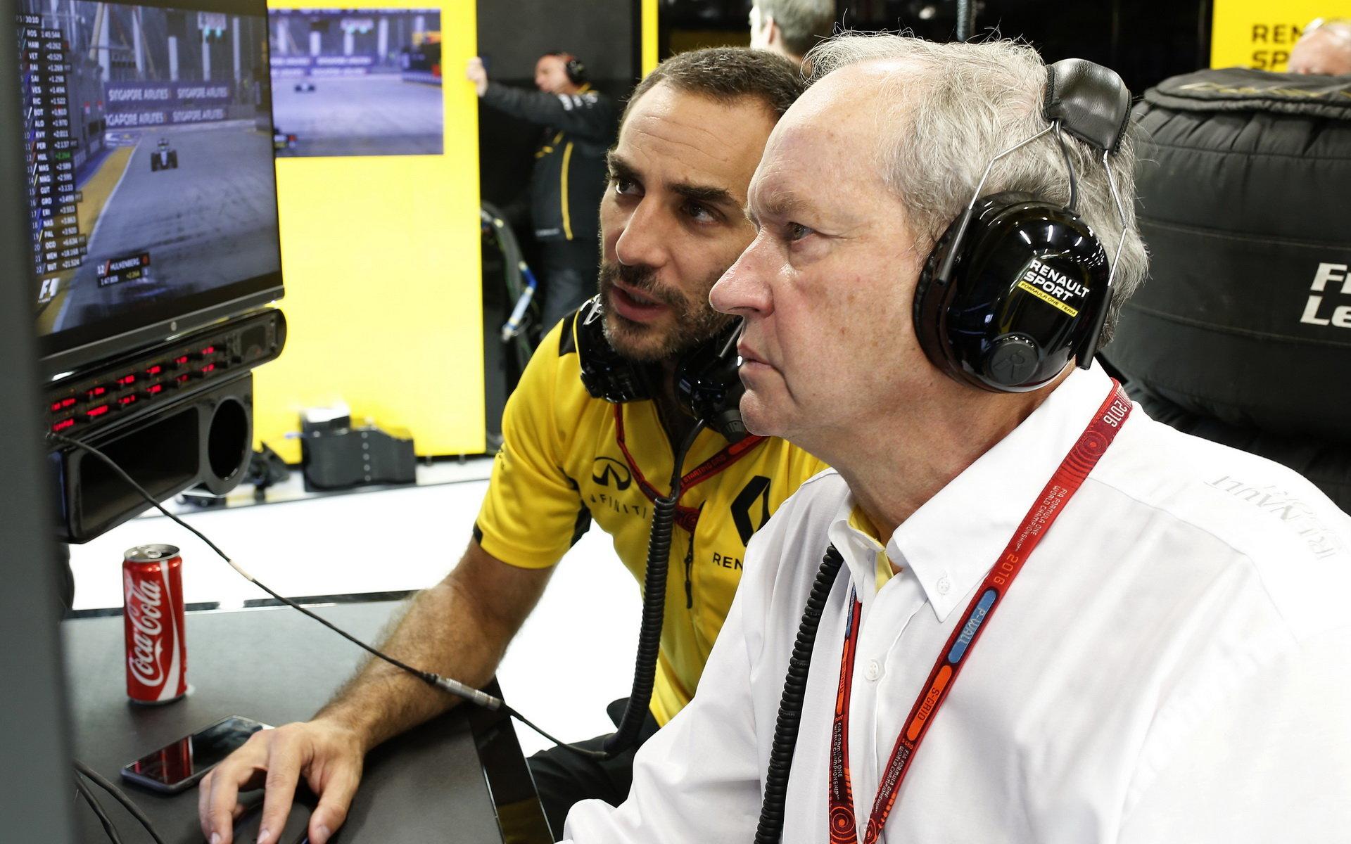 Cyril Abiteboul (vlevo) zájem o Sainze potvrzuje