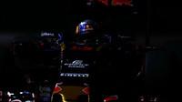 Carlos Sainz v kvalifikaci v Singapuru