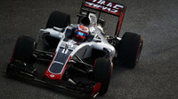Romain Grosjean při sobotním tréninku v Singapuru