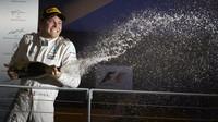 Nico Rosberg slaví vítězství v závodě v Singapuru