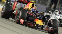 Max Verstappen v závodě v Singapuru