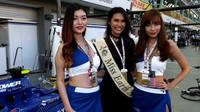 Pitbabes s Miss Earth u Sauberu v Singapuru