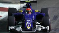 Felipe Nasr v závodě v Singapuru