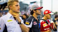 Marcus Ericsson, Carlos Sainz a Sebastian Vettel před závodem v Singapuru