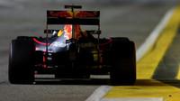 Daniel Ricciardo v závodě v Singapuru