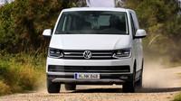 Multivan není SUV. Volkswagen si však s verzí PanAmericana troufá i do terénu - anotační foto