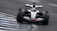 Juan Pablo Montoya ve Velké ceně Brazílie 2005, v níž McLaren získal double