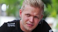 Hořlavé drama v boxech Sepangu komentuje aktér Magnussen a expilot Brundle - anotačno foto