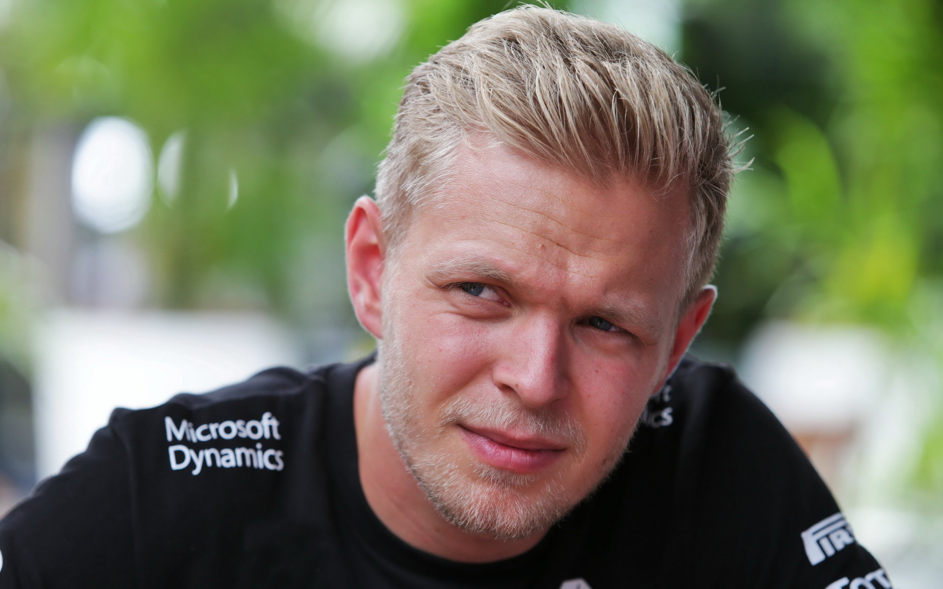 Hořlavé drama v boxech Sepangu komentuje aktér Magnussen a expilot Brundle - anotační obrázek