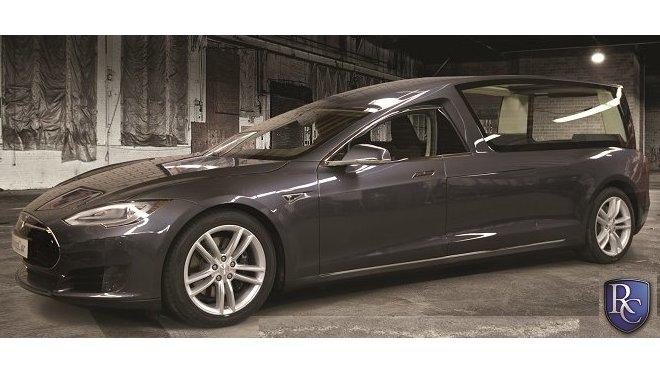 Tesla Model S po přestavbě na pohřební vůz