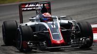 Romain Grosjean při pátečním tréninku v Malajsii