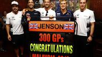 Jenson Button slaví se svými kolegy svou 300 VC v Malajsii
