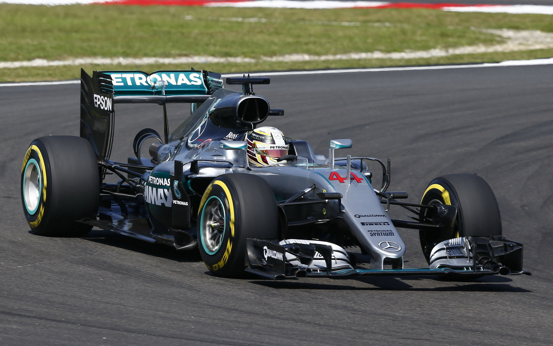 ANALÝZA SEKTORŮ: Nezadržitelný Hamilton o 6,4 s rychlejší než loni, Wehrlein přes 335 km/h - anotační foto