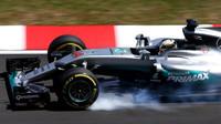 Lewis Hamilton probrzdil při pátečním tréninku v Malajsii