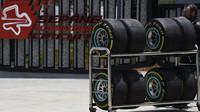 Příprava pneumatik Pirelli při pátečním tréninku v Malajsii