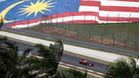 Max Verstappen při pátečním tréninku v Malajsii