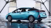 Toyota Prius Plug-in Hybrid umí jezdit za 1 litr na 100 kilometrů.