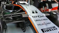 Zavěšení kol vozu Force India VJM09 - Mercedes v kvalifikaci v Malajsii