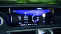 Omlazené provedení Lexusu IS poznáte třeba podle nových předních světel.