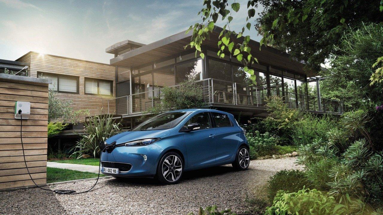 Elektromobily pomalu dotahují spalovací motory, Renault Zoe umí i 400 kilometrů - anotační foto