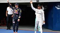 Lewis Hamilton a Max Verstappen po kvalifikaci v Malajsii