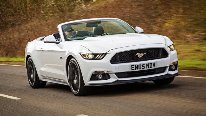 U Fordu plánují novinky pro Mustanga. Seberou mu jeden motor - anotačné foto