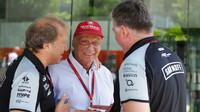 Robert Fernley, Niki Lauda a Otmar Szafnauer v Malajsii
