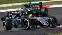 Sergio Pérez a Nico Rosberg v závodě v Malajsii