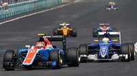 Esteban Ocon a Marcus Ericsson v závodě v Malajsii