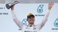 Nico Rosberg na pódiu po závodě v Malajsii