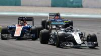 Nico Rosberg a Pascal Wehrlein v závodě v Malajsii