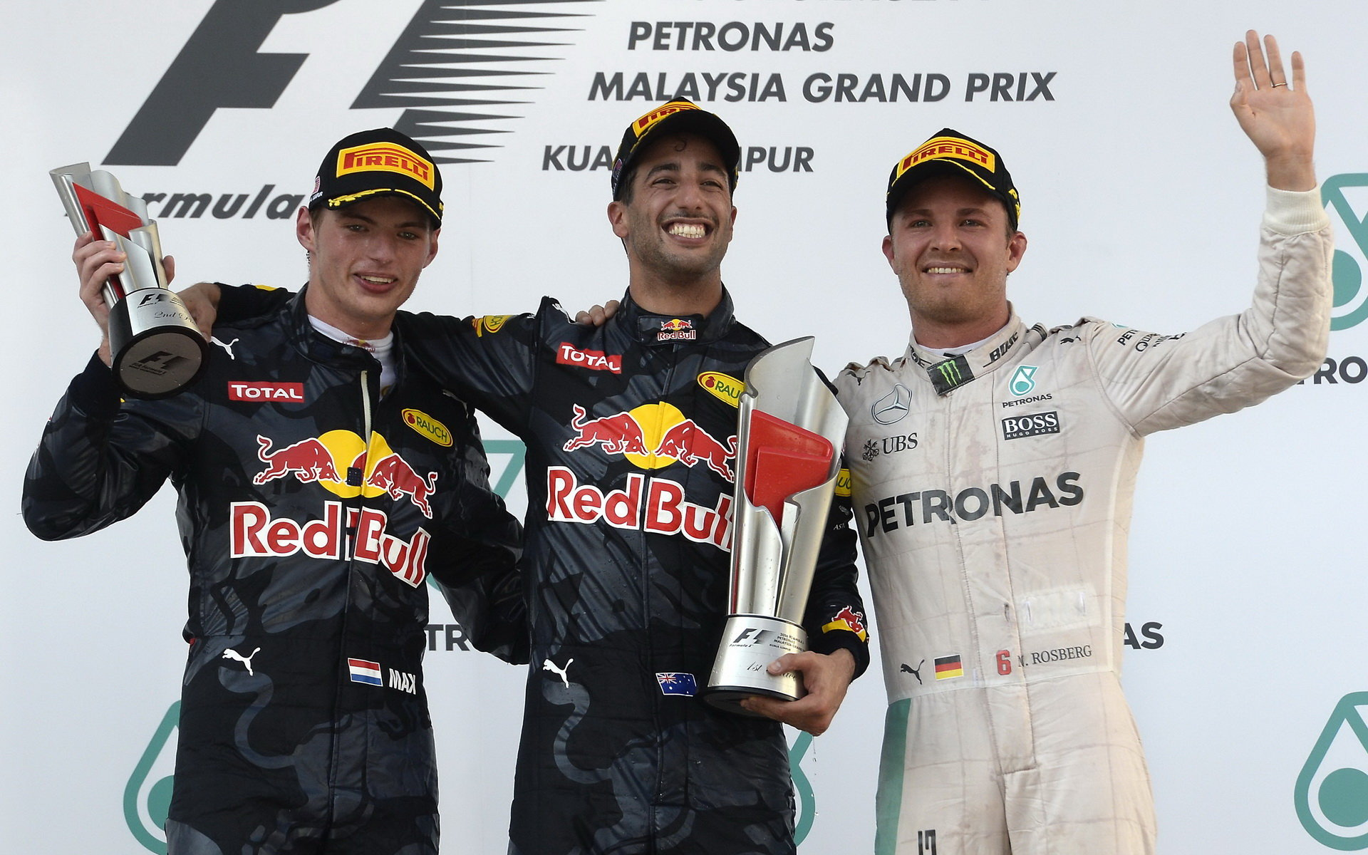 Piloti Red Bullu možný přestup k Mercedesu vylučují - anotační foto