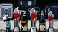 Poháry vítězného týmu Red Bull v Malajsii