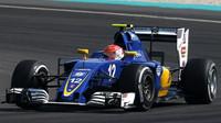 Felipe Nasr v závodě v Malajsii