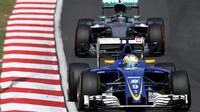 Marcus Ericsson a NicoRosberg v závodě v Malajsii