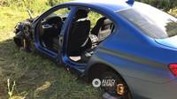 Nizozemské BMW M5 rozebrané na kusy v poli