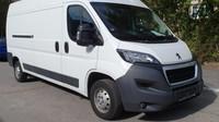 Ministerstvo vnitra prodává v aukci zabavená auta kvůli trestné činnosti, zde Peugeot Boxer.