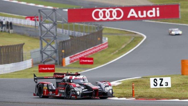 Tento obrázek ze závodu na dráze Fuji Speedway již neuvidíme.